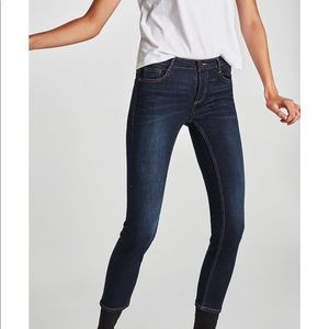 Zara Mid Waist Dark Wash Skinny Jeans Size 2